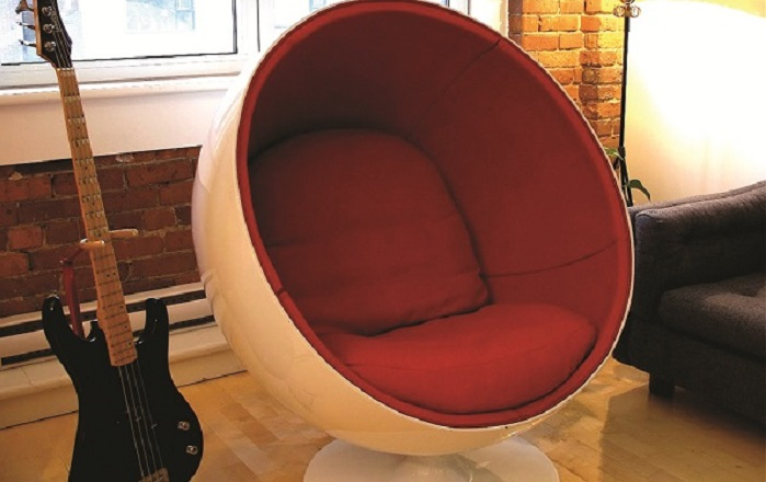 Senza-tempo_Ball_Chair_Aarnio-setup